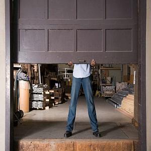 Importance Of Hiring Professionals For Garage Door Maintenance